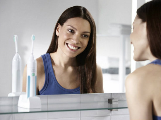 philips-sonicare-essence-toothbrush-smile