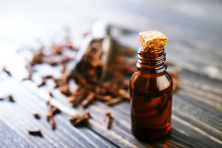 clove-oil-for-toothache-relief
